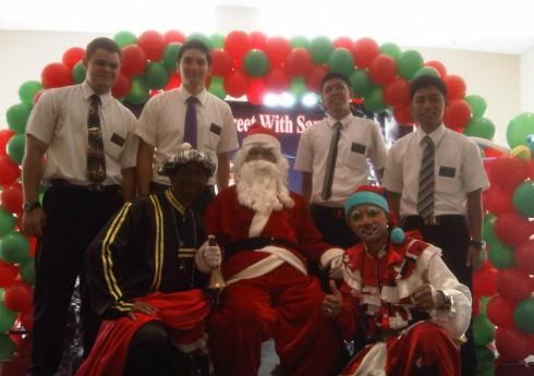 Menurut Wikipedia, Sinterklas (dalam bahasa lain juga dikenal dengan nama Santa Klaus, Santo Nikolas, Santo Nick, Bapak Natal, Kris Kringle, Santy, atau Santa) adalah tokoh dalam berbagai budaya yang menceritakan […]
